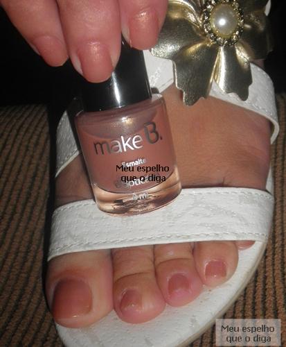 esmalte nude deixam as unhas dos pés delicados