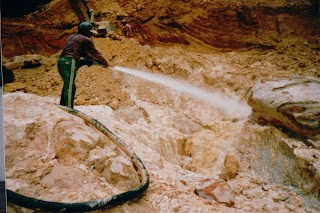Hydraulic mining in Venezuela for Diamonds