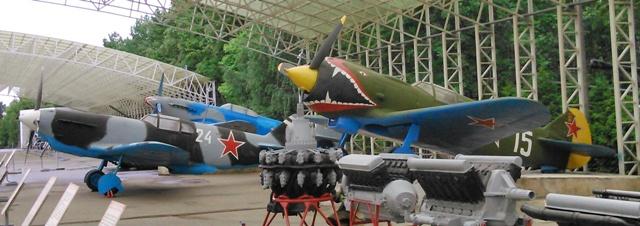 Lavochkin la-5 en primer lugar y el LaGG-3 en segundo plano.