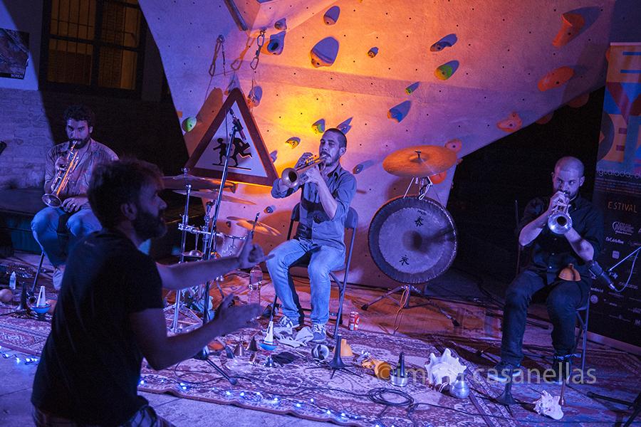 Albert Cirera dirigint els Free Art Three (Ingravita, Igualada, 19-6-2015)