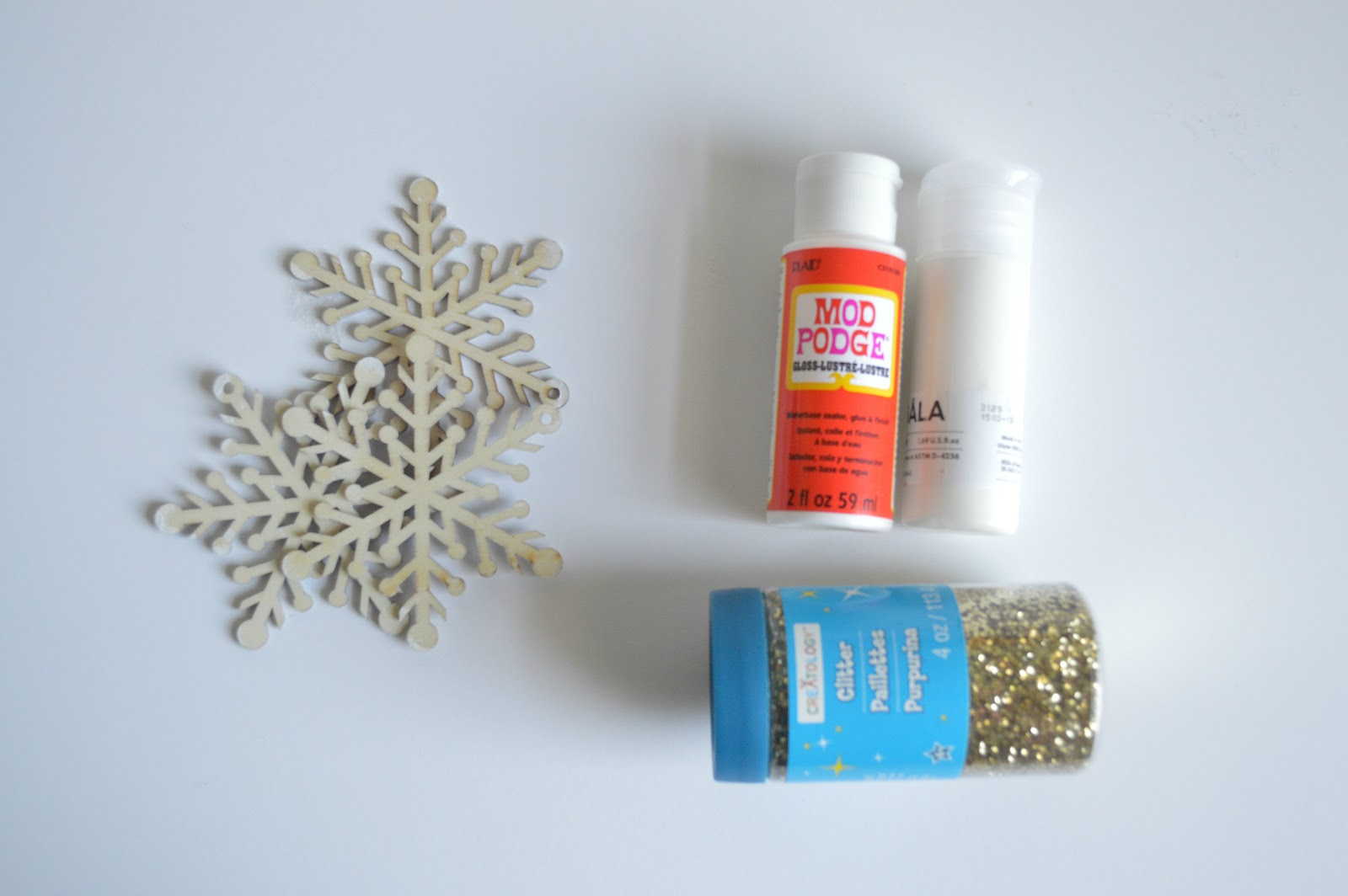DIY Snow Flake Glitter Ornament