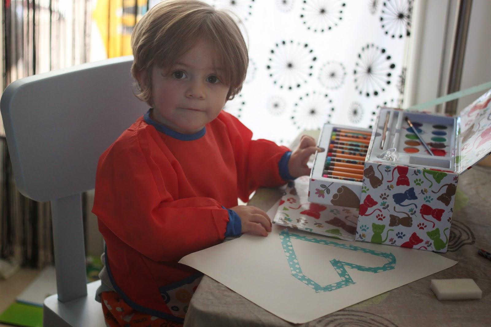 rilazo faire de la peinture avec un enfant de deux ans. Black Bedroom Furniture Sets. Home Design Ideas