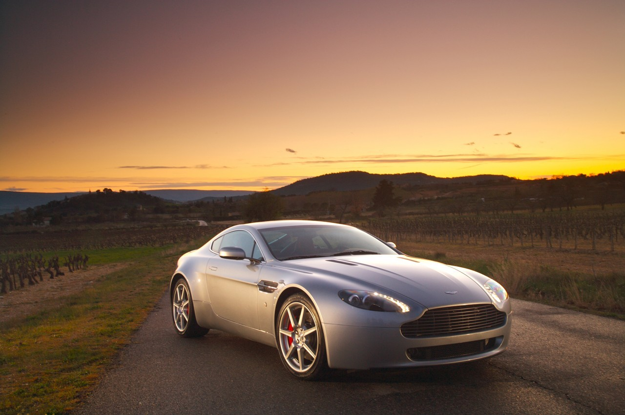 aston martin vantage v8 2009 hottest cars today. Black Bedroom Furniture Sets. Home Design Ideas