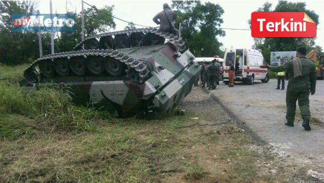 GAMBAR Kereta Kebal Terbalik 2 Tentera Terbunuh 4 Cedera