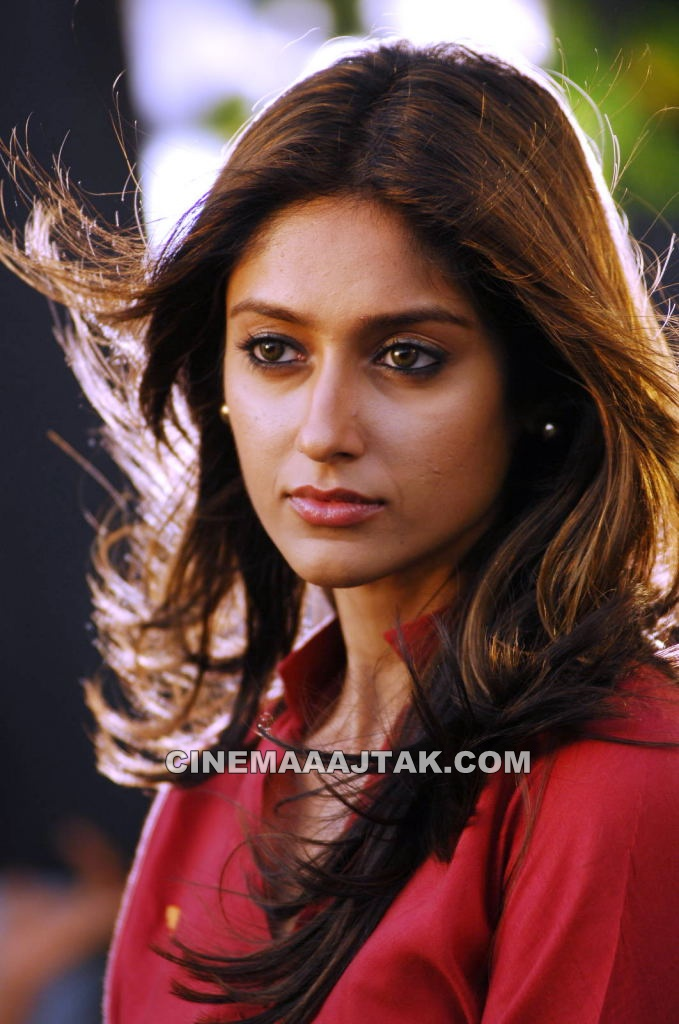 iLeana 1 - iLeana Latest Pics in Red TOP