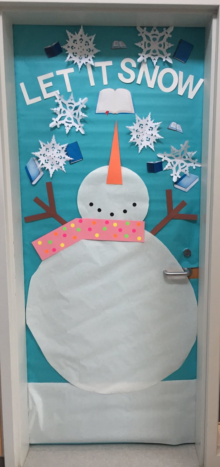 Our Reading Specialist came up with this awesome winter themed door! & Creative Elementary School Counselor: Winter Door Decorations! pezcame.com
