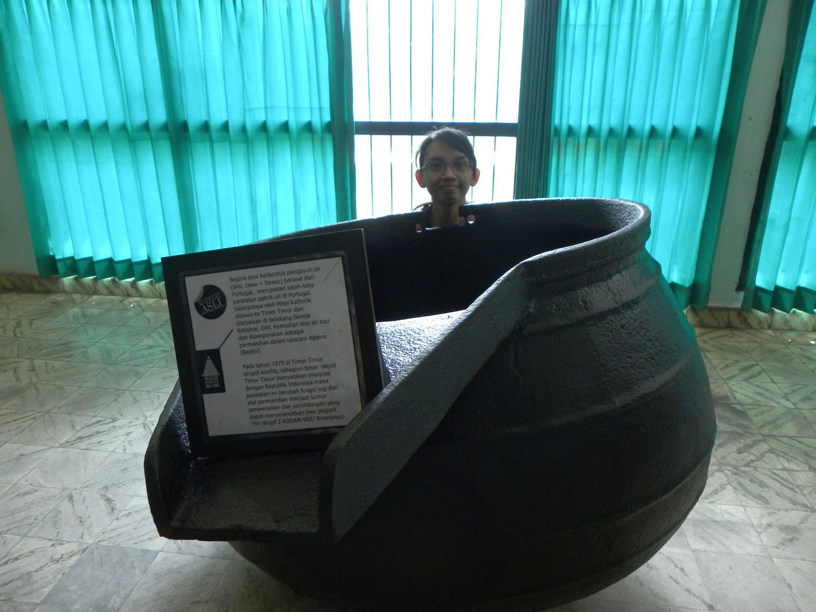 Jendral Soedirman dan pertanyaannya pauji yang bikin aku bingung juga di depan museum ada patung Jendral Soedirman pastinya Soedirman uda berperan