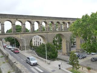 モンペリエ アルソーの水道橋 MONTPELLIER : AQUEDUC DES ARCEAUX