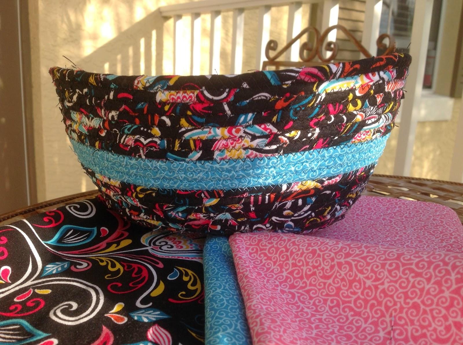 http://musingsofamenopausalmelon.blogspot.com/2014/02/another-fabric-bowl.html