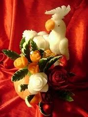 Arranjo com Calopcita de nabo e flores de legumes