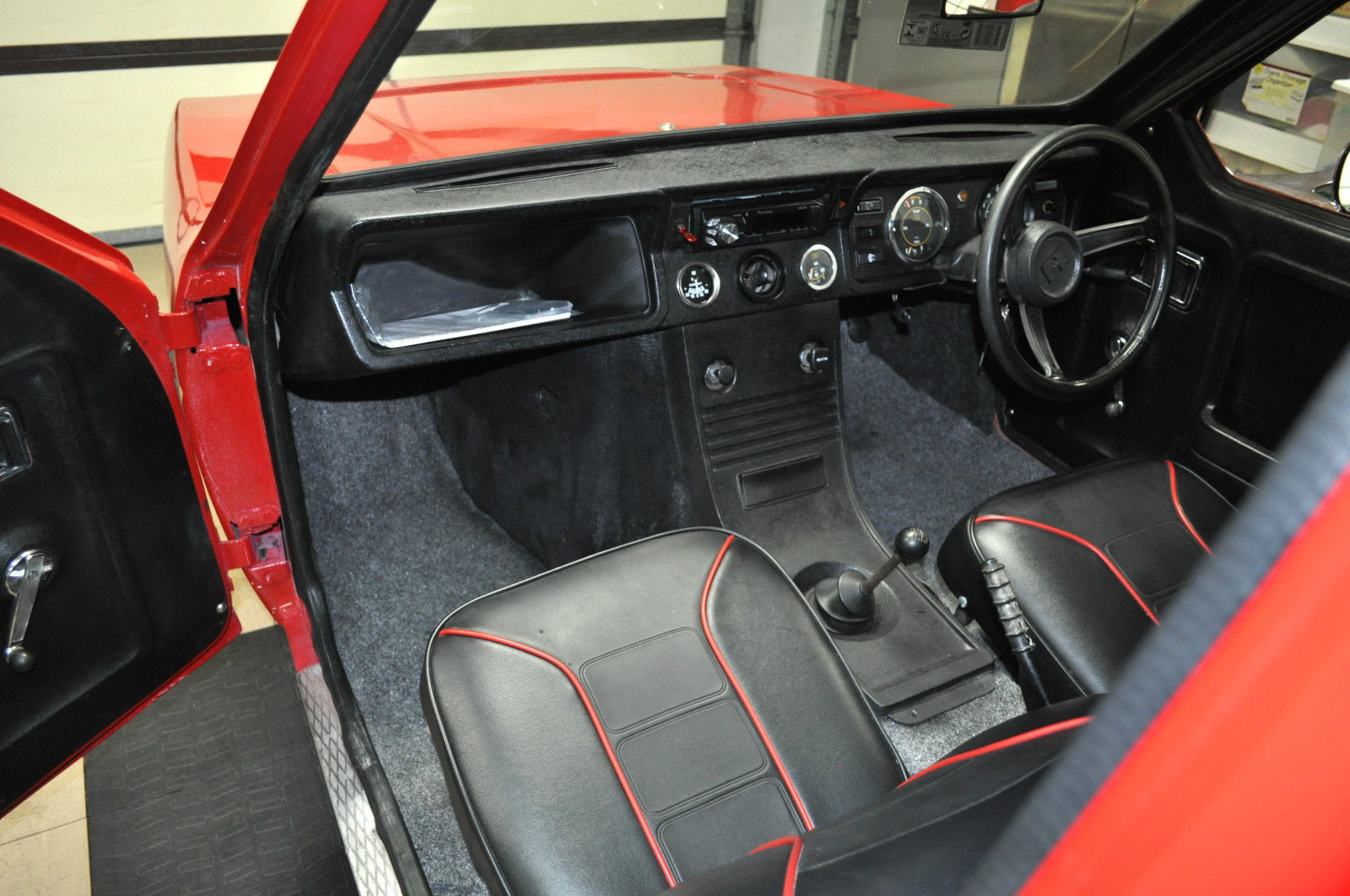 Car interior piping - Contrasting Piping Is Nice And The Interior Looks Great Overall For A Reliant
