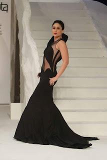 Kareeen Kapoor Khan walks the Ramp at Lakme Fashion Week Sizzling Black Designer Gown