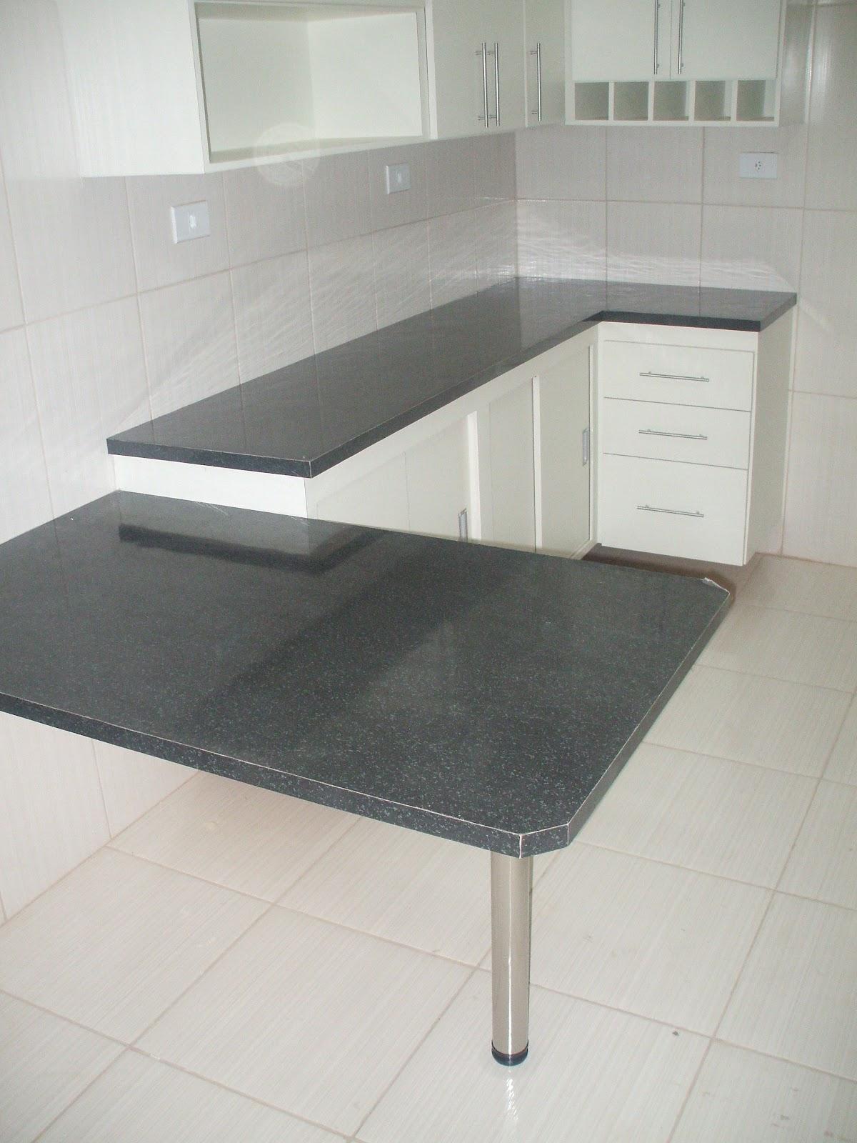Foto: Cozinha Planejada No Granito Preto com Rodapé em Granito de Tok #6E675D 1200 1600