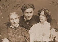 Weiss (Houdini) With Mother & Wife