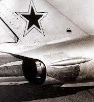 На МиГ-17Ф установлен двигатель с форсажной камерой ВК-1Ф