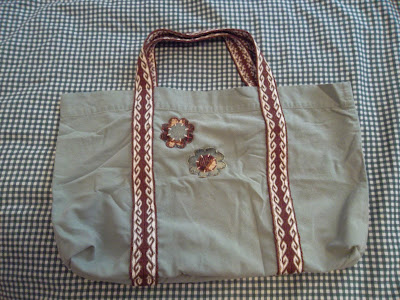 Shopping bag made out of pillowcase with tablet weaving trim