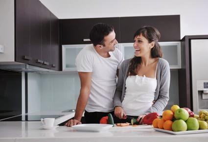 كيف تستحوذ على اهتمام المرأة وتجذبها اليك - رجل امراة مطبخ الطبخ الطهى الطهو - man woman attraction kitchen cooking