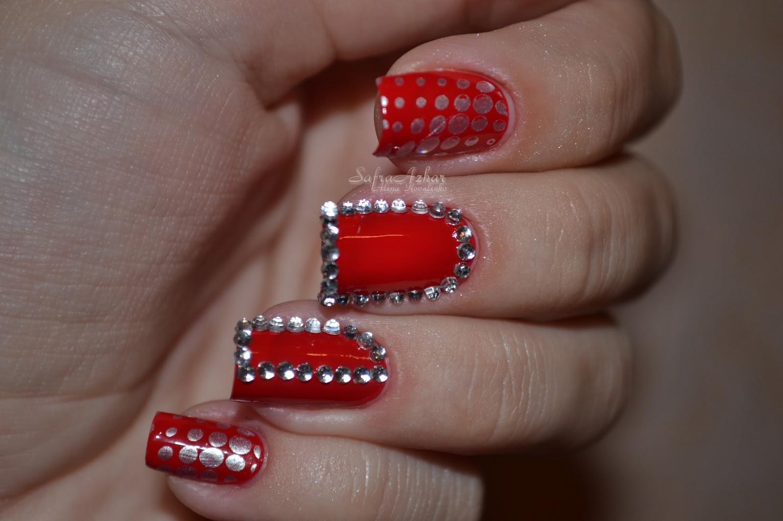 Стразы на красных ногтей фото