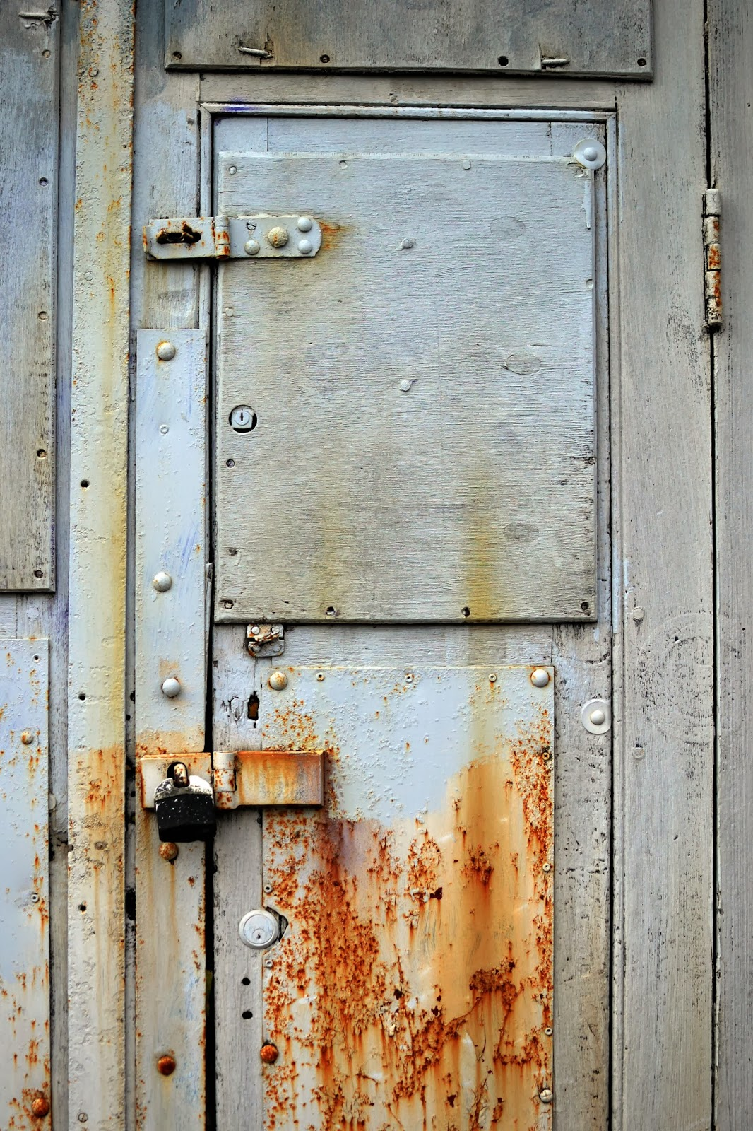 Details, exploring city, close up photography, manchester, urbex, ephemera, urban narrative, rusty door
