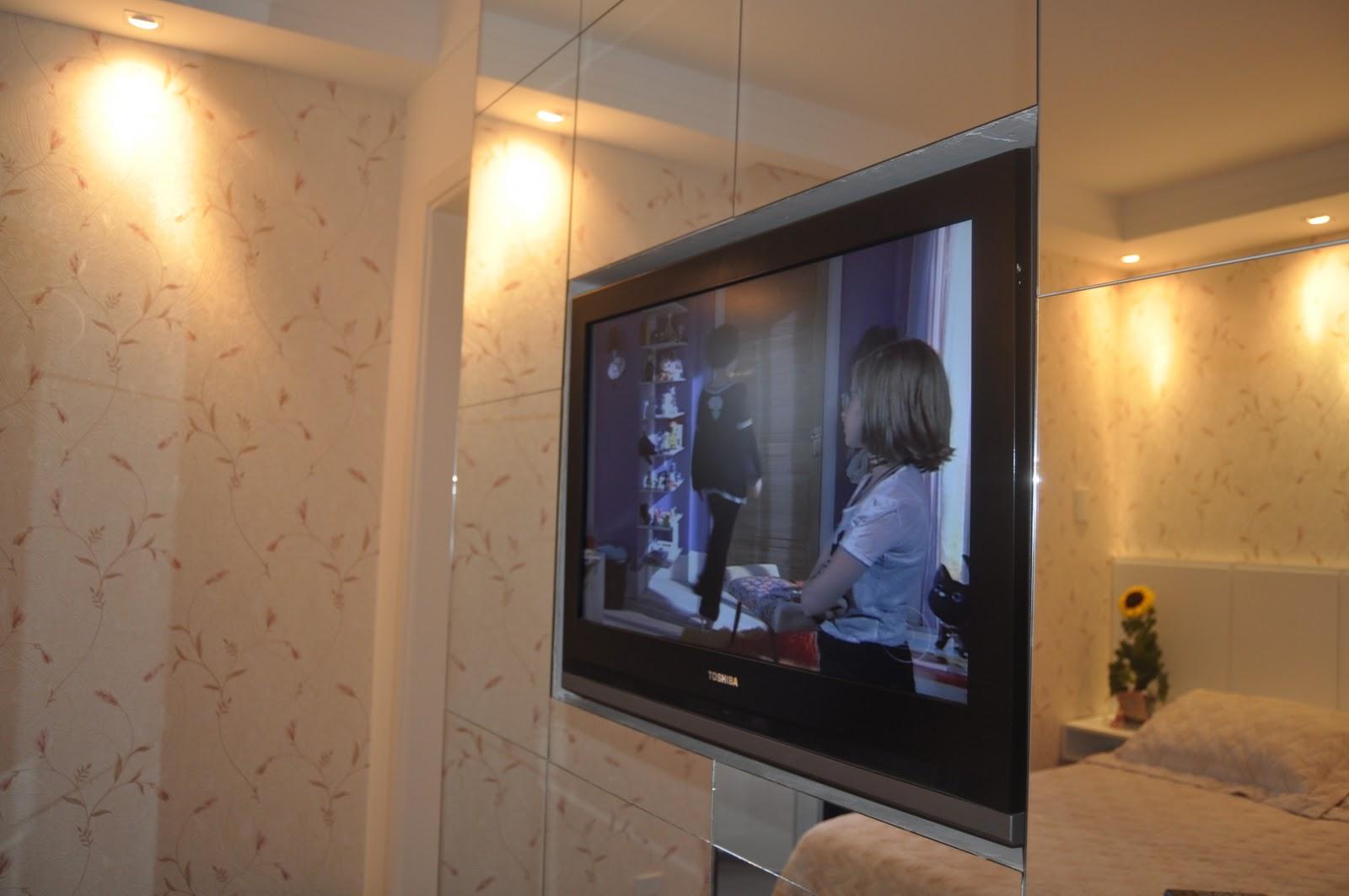 Imagens de #C2A409 Foi criado um compartimento na parede de espelhos onde está a TV de  1600x1063 px 3090 Box Banheiro Bauru