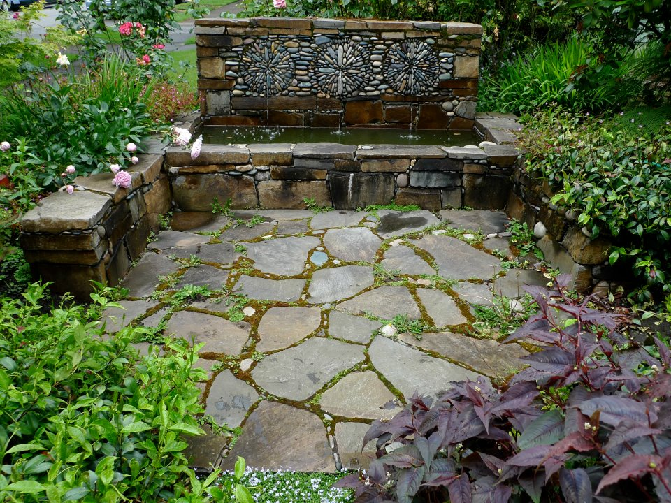 The garden boho chic gardens for Ideas de jardines con piedras