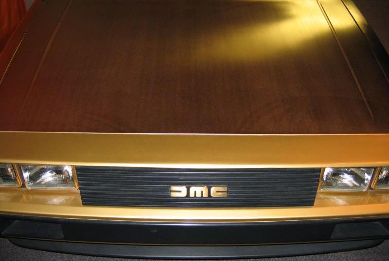 Золотой DeLorean DMC-12