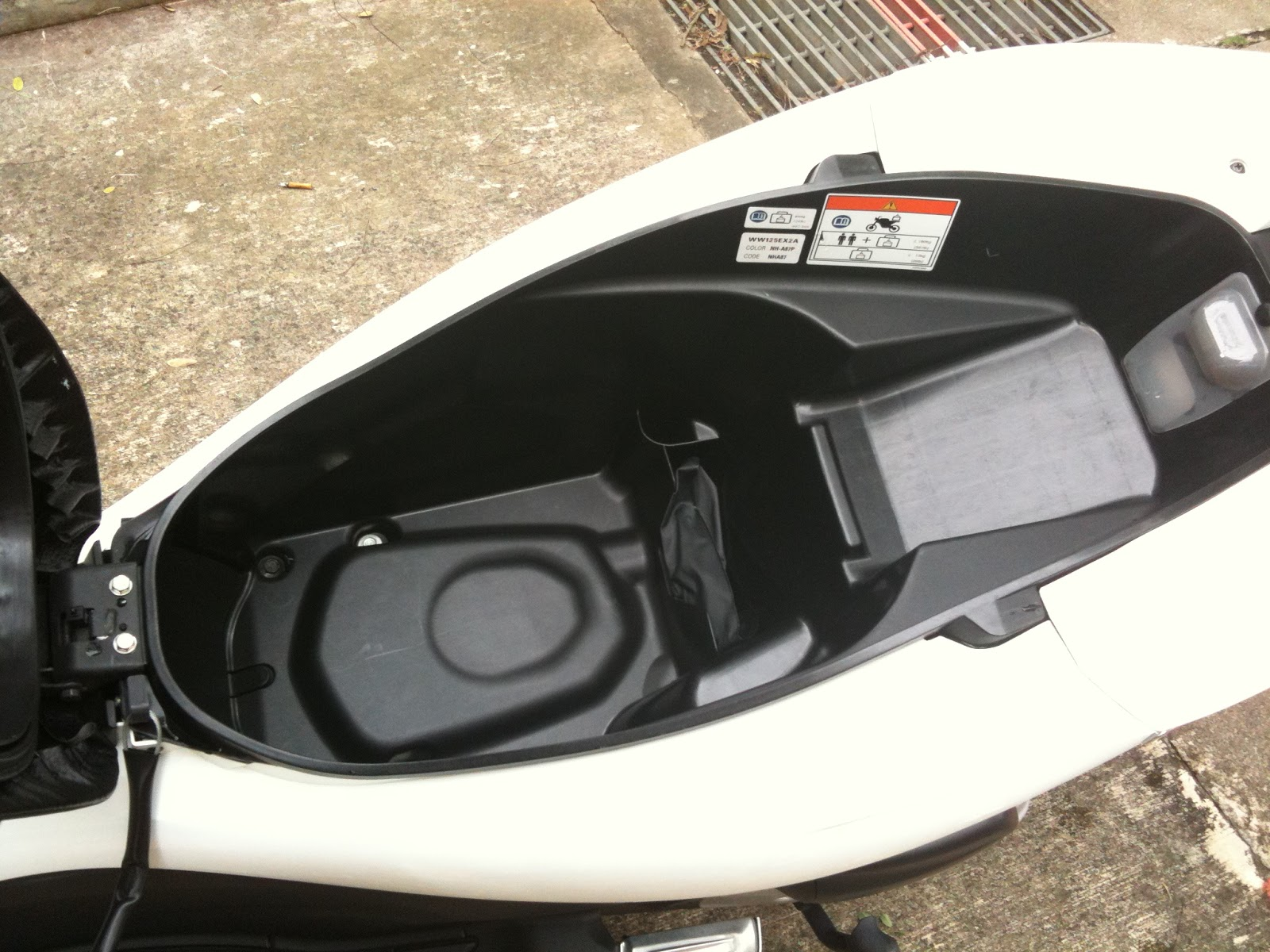 Sg Female Rider Review Of Storage Space On Honda Pcx 125