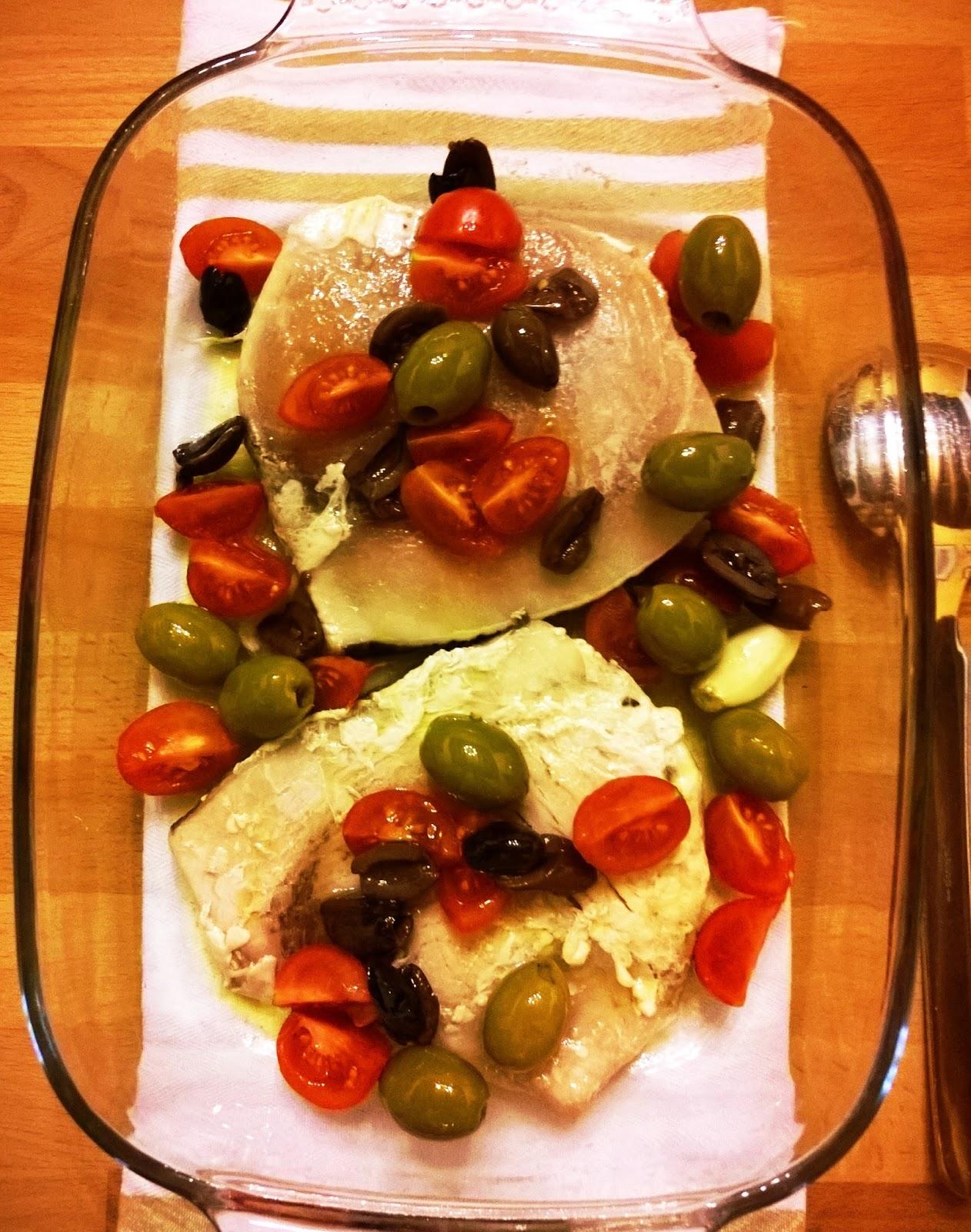 In cucina con mamma agnese pesce spada al forno con pomodorini e mix di olive - Olio di cocco cucina ...