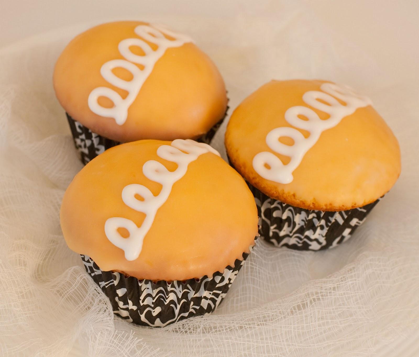 "Tish Boyle Sweet Dreams: Homemade ""Hostess"" Orange Cupcakes"