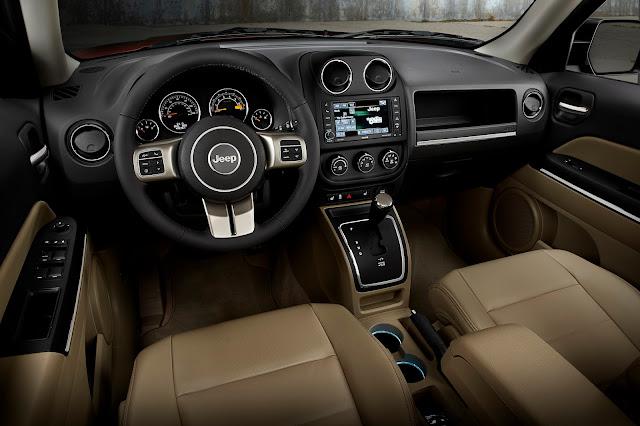 Interior view of 2015 Jeep Patriot Latitude 4X4