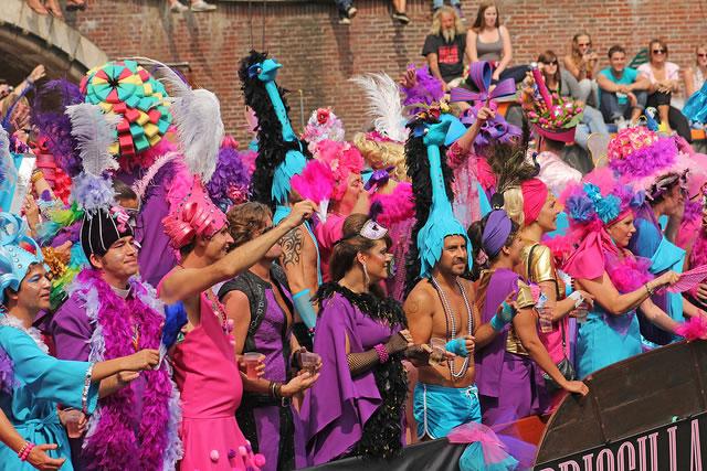 O evento, que acontece todos os anos no município de 200 mil habitantes é uma comemoração do movimento LGBT (Foto: Meteorry)