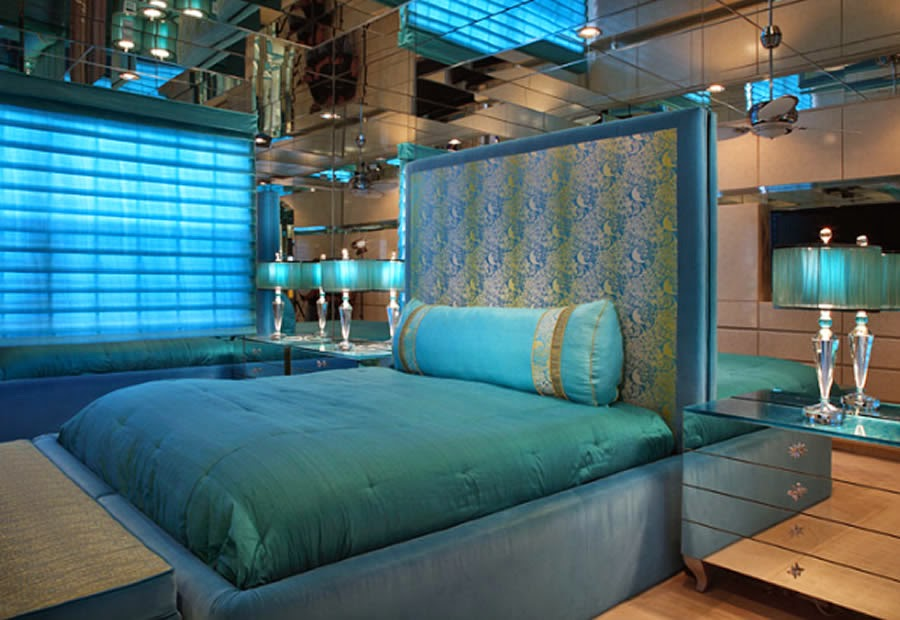 Sky blue bedroom design and ideas dashingamrit for Sky blue curtains for bedroom