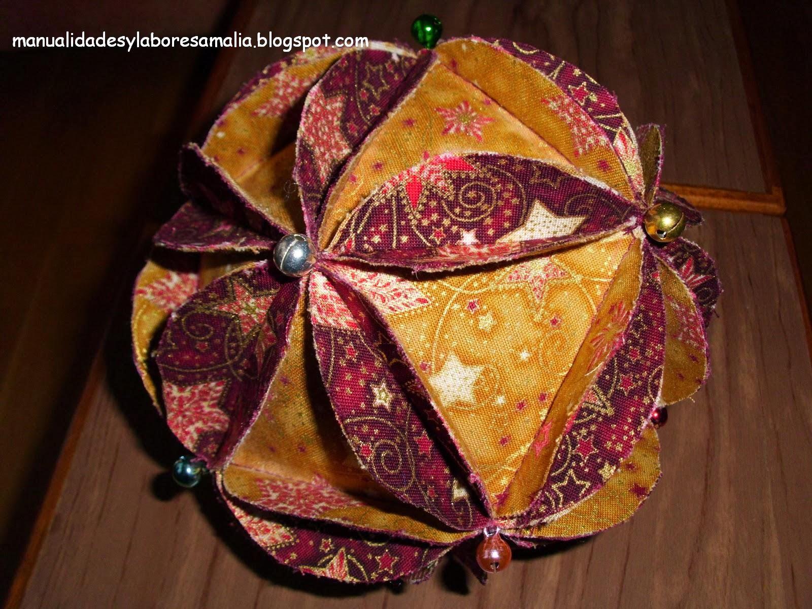 Manualidades y labores amalia bolas navidad de tela y - Manualidades con bolas de navidad ...