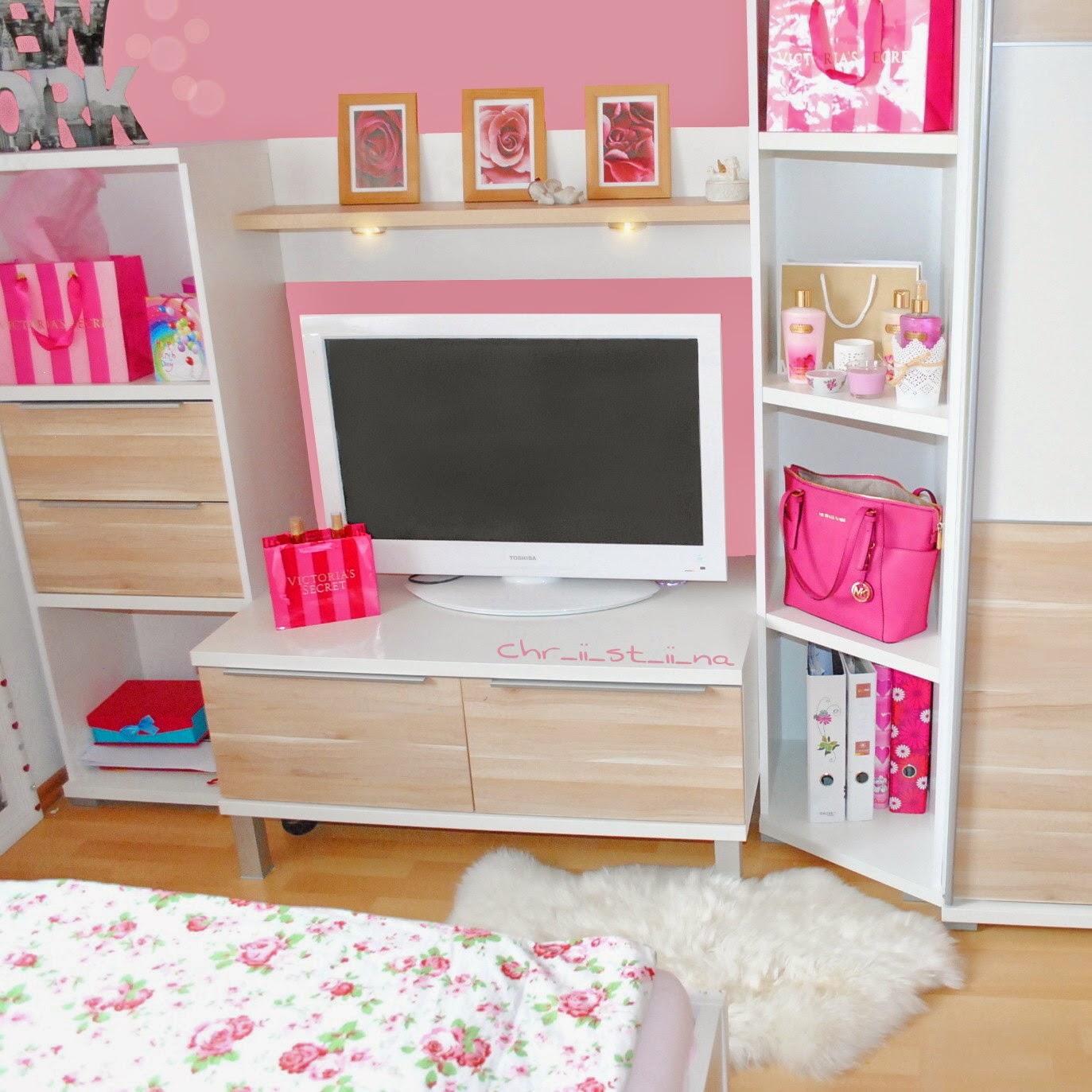 Chr_ii_st_ii_na: My Room