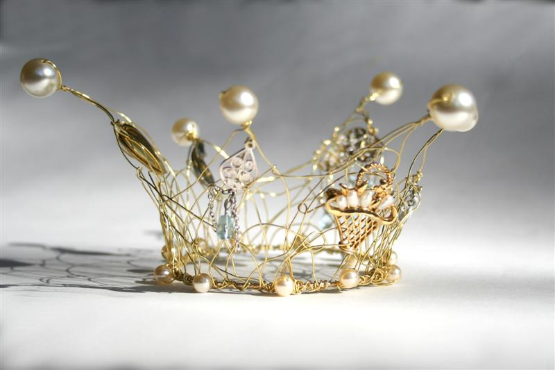 http://www.notmassproduced.com/product/6369643d3134267069643d363339/baby-crown.htm