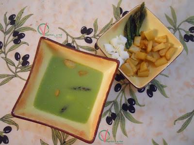 Gazpacho de espárragos verdes.