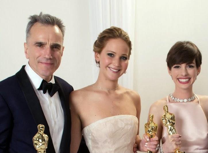 Jennifer Lawrence, Anne Hathaway y Daniel Day-Lewis presentarán galardón en los Oscar 2014. MÁS CINE. Making Of
