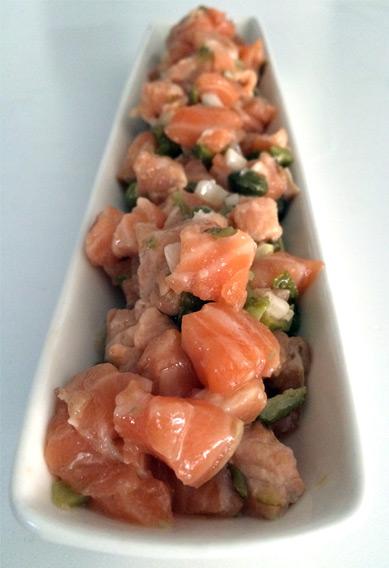 Tartar clásico de salmón fresco