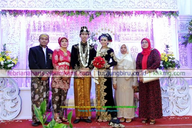 Resepsi Pernikahan Febriana & Heris 2 Karya Tunjung Biru Wedding Organizer | Fotografer : Klikmg.com Fotografi Purwokerto