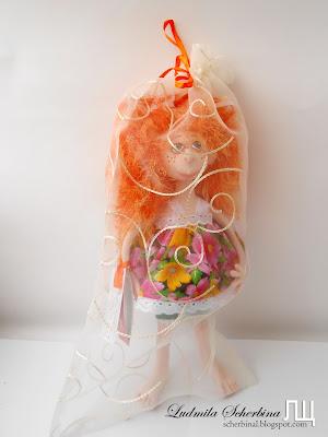 текстильная кукла на проволочном каркасе в упаковке