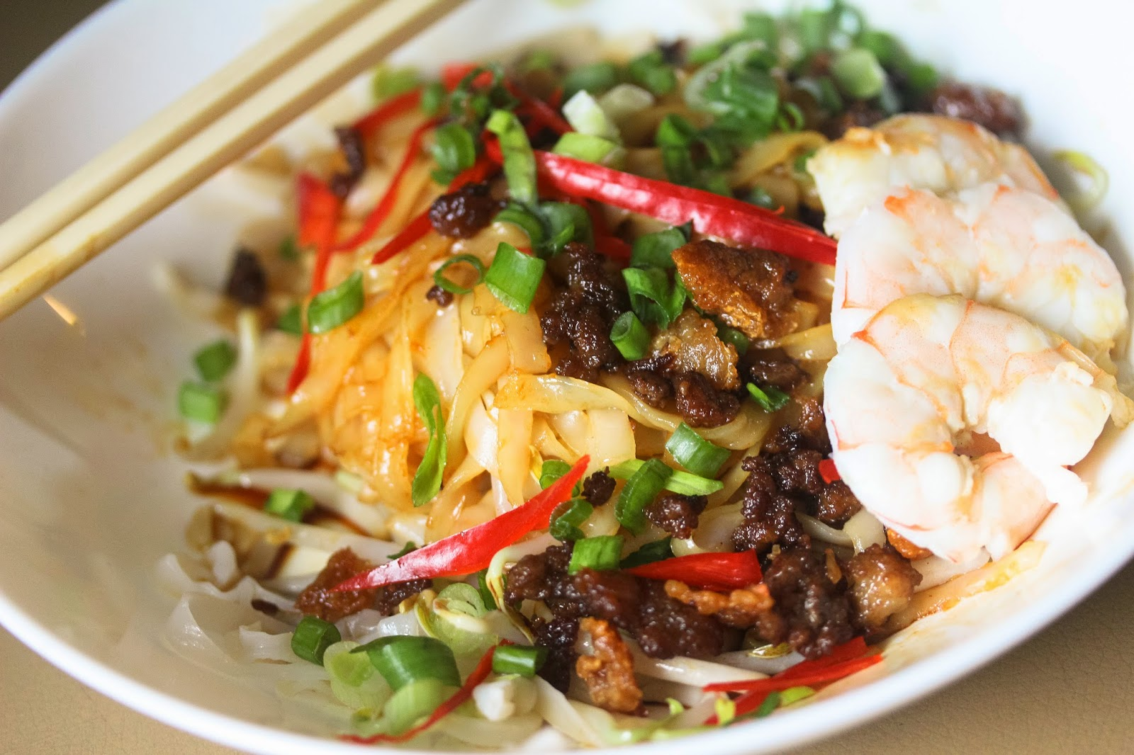 Dry Hor Fun (flat rice noodles) with Minced Pork