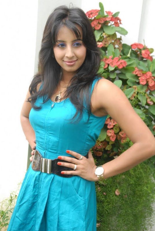 Kannada Mallu Actress Sanjana Latest Spicy PicturePhotos glamour images