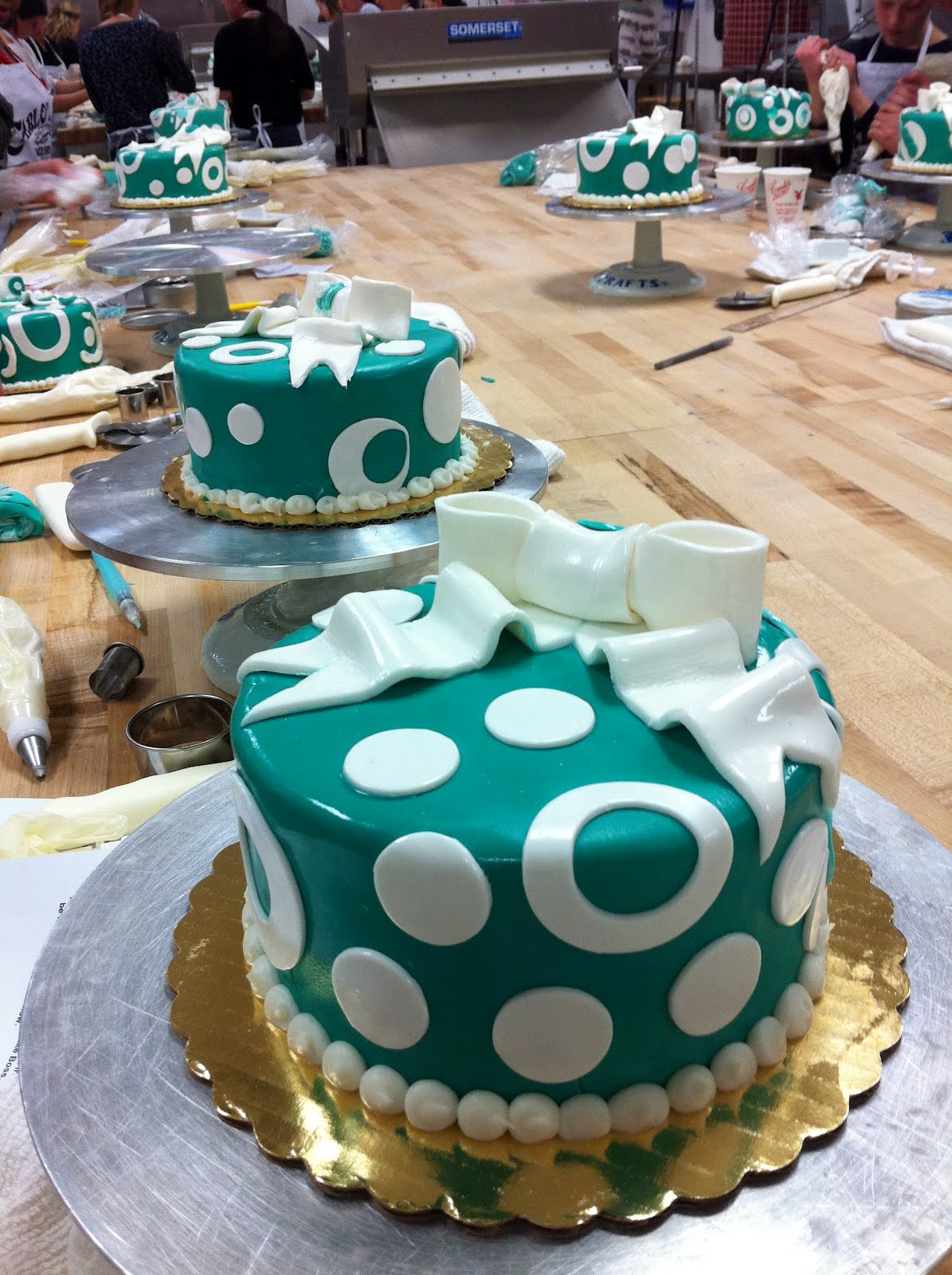 Cake decorating class at carlo 39 s bakery our gluten free for Bakery decoration