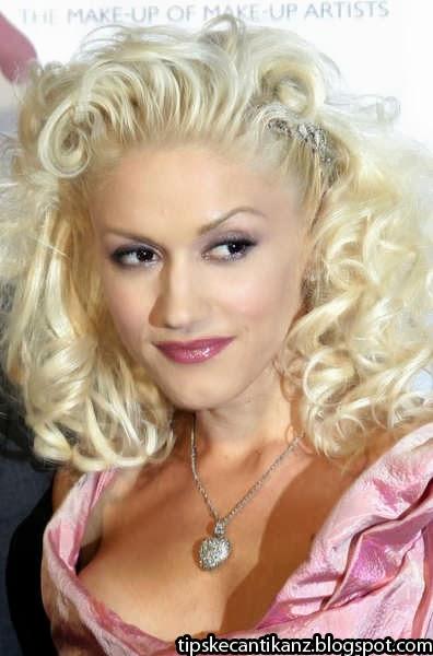 Gwen Stefani Curly Hair