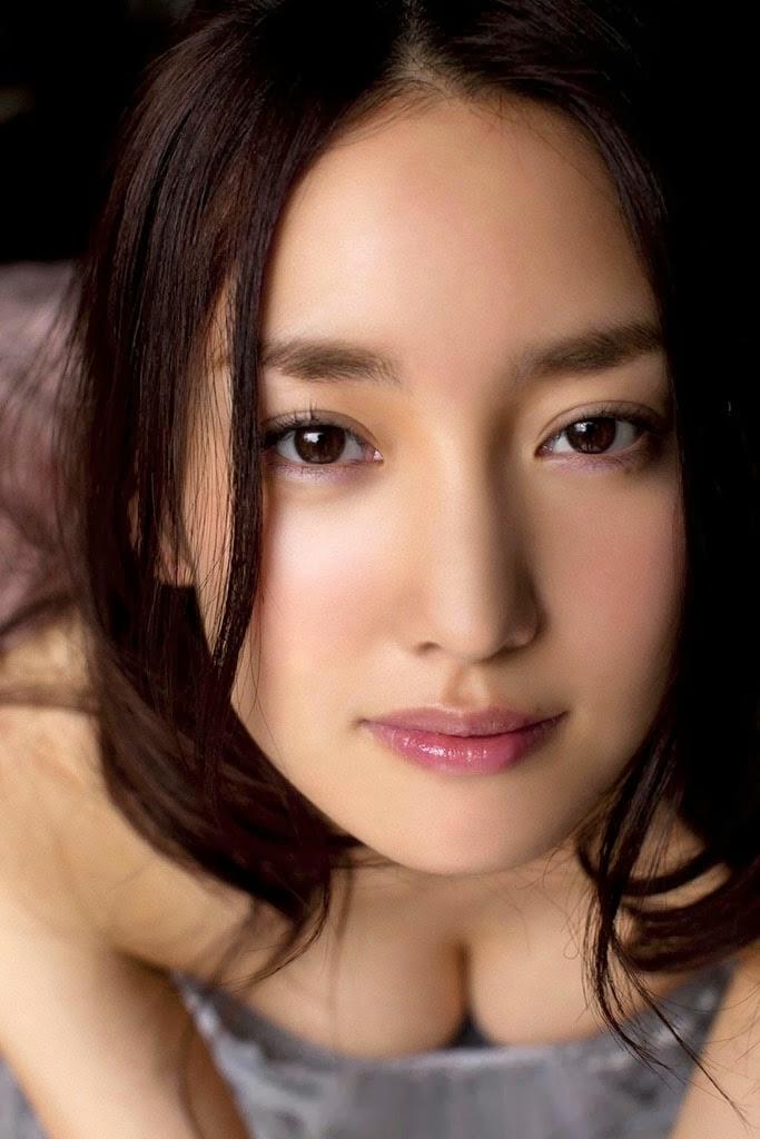 natsuko nagaike boob cleavage 04