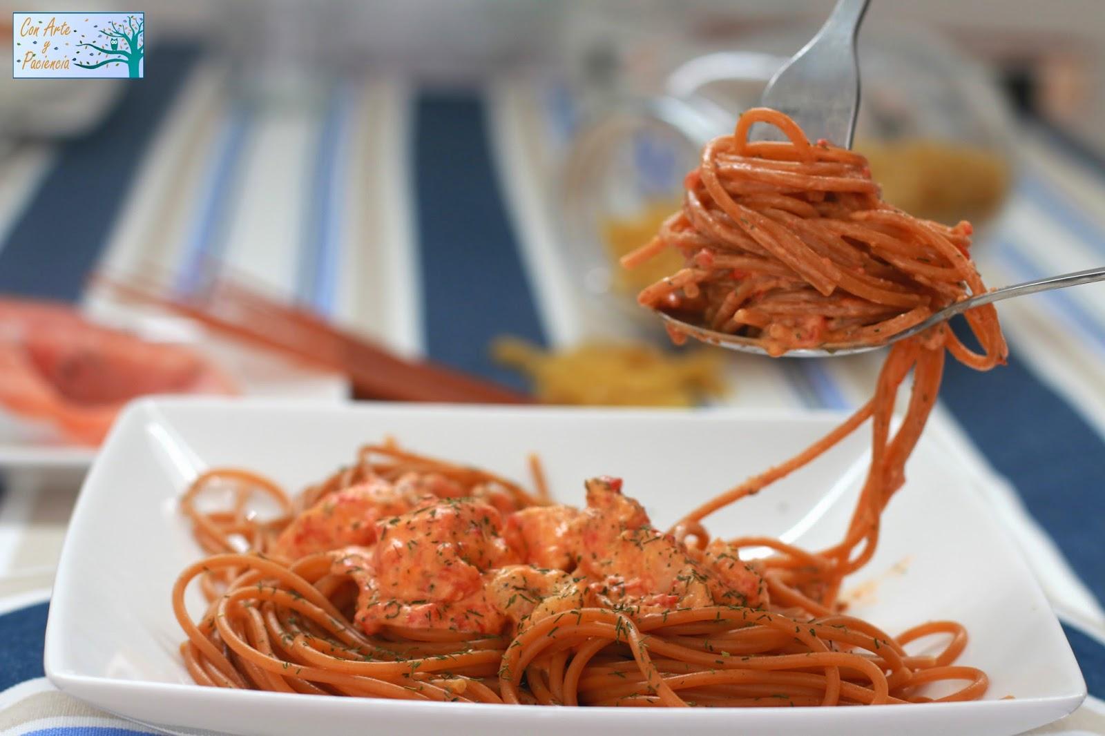 espaguetis.rojos,salmón,gambas,ajo,pimiento,receta,italiana,fácil,sencilla,recipe,casero,homemade,elegante,amigos,cena,rica,buenísima,pasta,vino,blanco,eneldo,tomate,nata,salsa,sauce