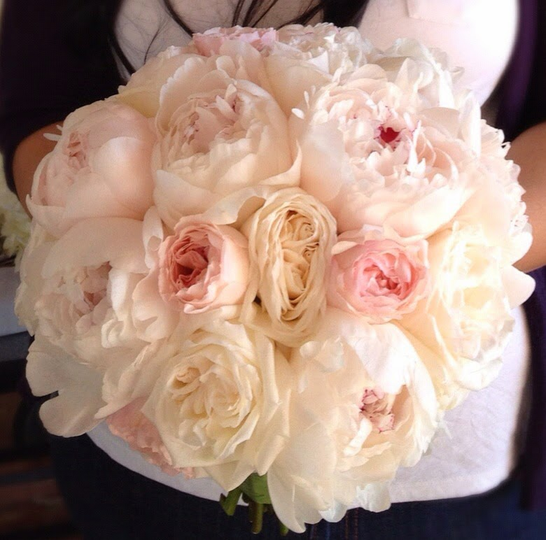 A bacara resort wedding in santa barbara heavenly blooms - Garden rose bouquet ...
