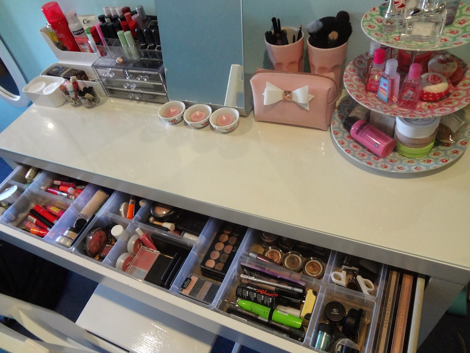 1000 images about makeup work space room on pinterest - Malm dressing table drawer organizer ...