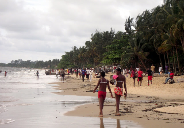 [Image: Libreville+-+Dimanche+apr%25C3%25A8s-mid...cana-1.JPG]