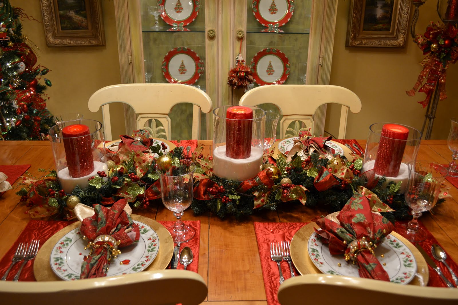 Kristen 39 s creations my christmas dining room for Christmas centerpieces for dining room table
